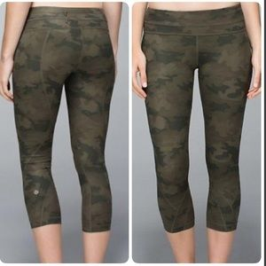 Lululemon Camo Savanna II Crop